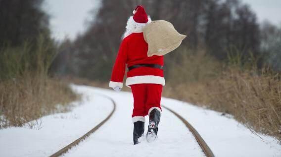 转眼间,圣诞老人也回家去了,又到了年节了.  国内的火车上,大家伙忙上忙下,拎行李,找座位, 脸上都有一种忙却幸福着的微笑. 而对于我这种长期在外的游子来说,什么是家呢? 是自己辛辛苦苦在这里捣腾出来的小窝, 还是远方男女老少四世同堂的大房子呢? ... ... 我想,我所追寻的,是一种心的归回吧.